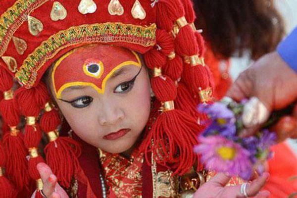 Tuổi thơ bị đánh mất của những bé gái được chọn làm 'nữ thần' Kumari