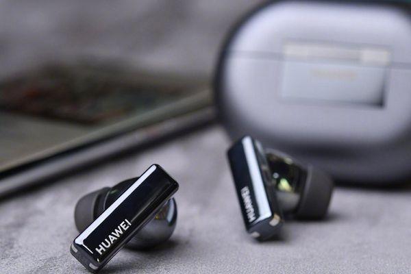 Huawei FreeBuds Pro vs AirPods Pro: Đâu là chiếc tai nghe true wireless đáng mua ?