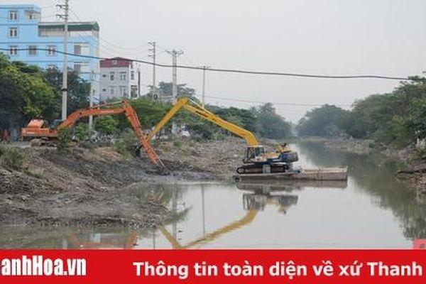 TP Thanh Hóa: Đẩy nhanh tiến độ nạo vét, gia cố sông Bến Ngự