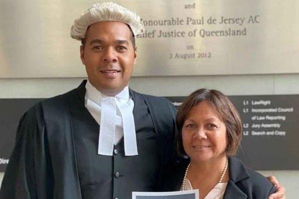 Mẹ đơn thân 65 tuổi nỗ lực lấy bằng luật sư