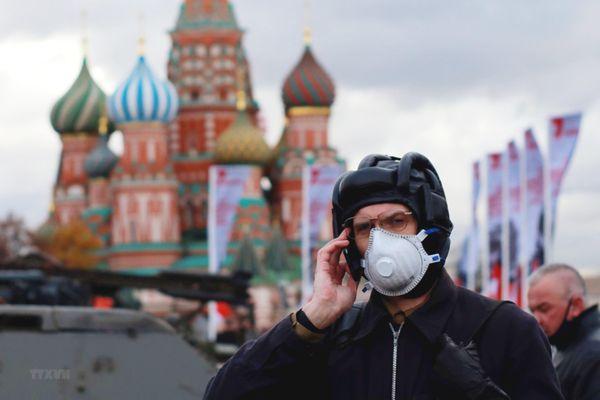 Đại dịch COVID-19 đẩy lùi sự phát triển kinh tế Nga một năm rưỡi