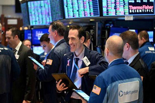 Tâm lý hưng phấn bao trùm thị trường, chứng khoán Mỹ lại lập kỷ lục
