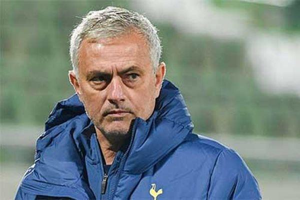 Mourinho bị cấm chỉ đạo 1 trận ở Europa League