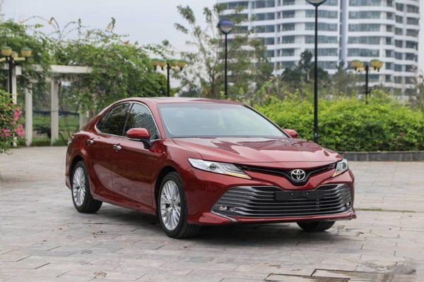 Giá xe ô tô tháng 11 tăng, giảm đối nghịch