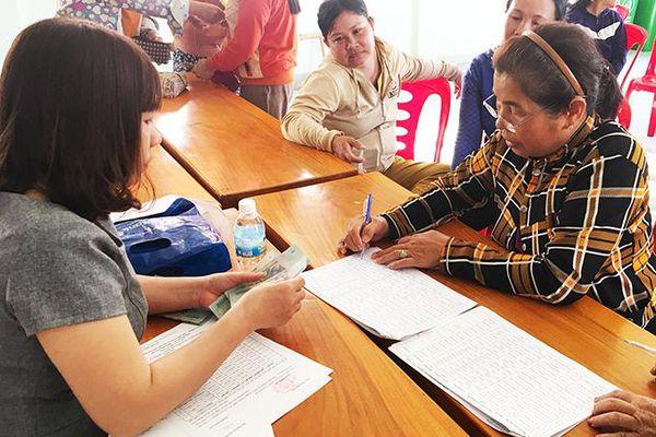 Giúp trẻ em nghèo đến trường