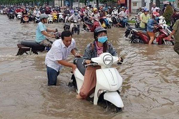 'Đói lũ', nhiều đô thị ở Tây Nam Bộ vẫn ngập, vì sao?