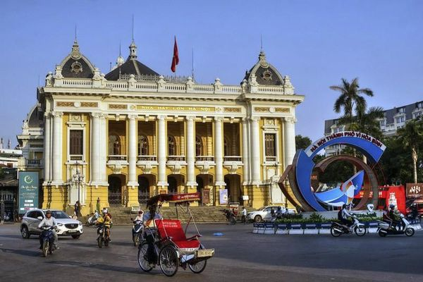 Mãn nhãn những tòa nhà kiến trúc Pháp cổ hoành tráng giữa thủ đô