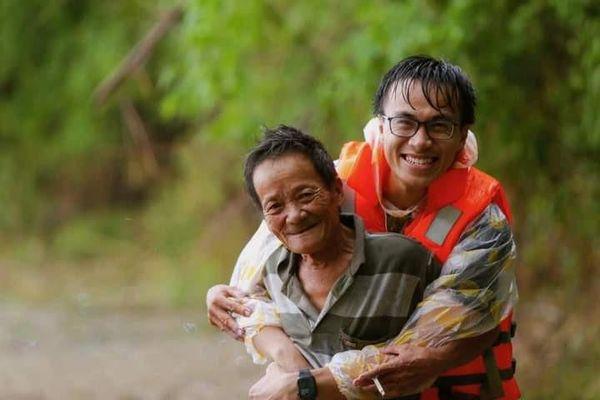 Hành trình 30 ngày băng rừng, lội lũ đồng hành cùng bà con miền Trung