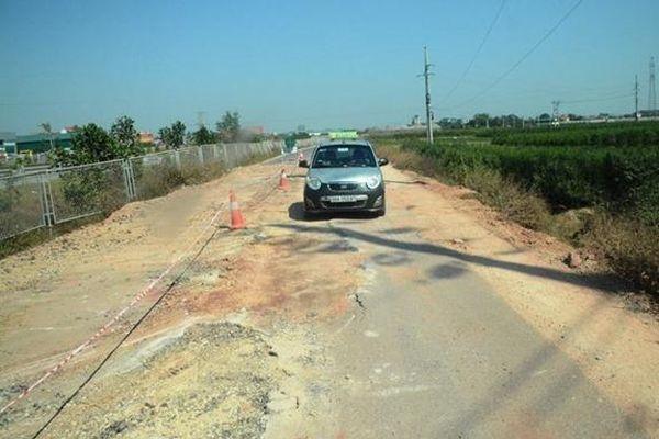 Xe quá tải 'cày nát' tuyến đường gom cao tốc Bắc Giang-Lạng Sơn