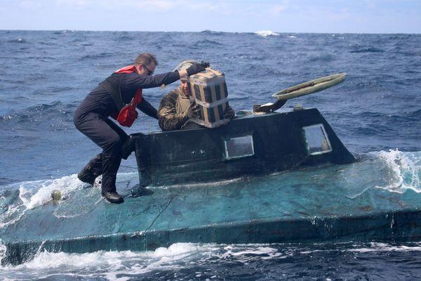 Bắt giữ tàu ngầm chạy điện chở số ma túy trị giá 120 triệu USD