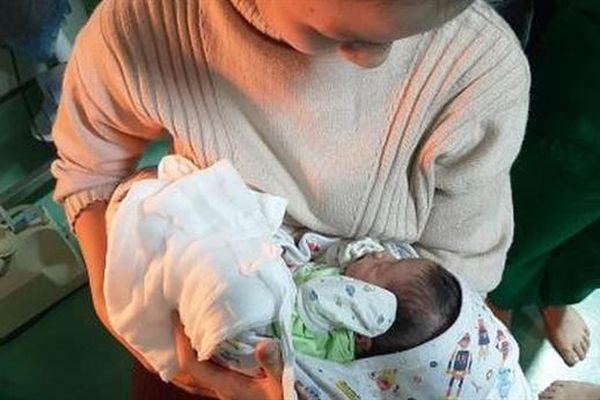 Bé sơ sinh bị bỏ trong thùng rác: 'Không nhớ ngày sinh'