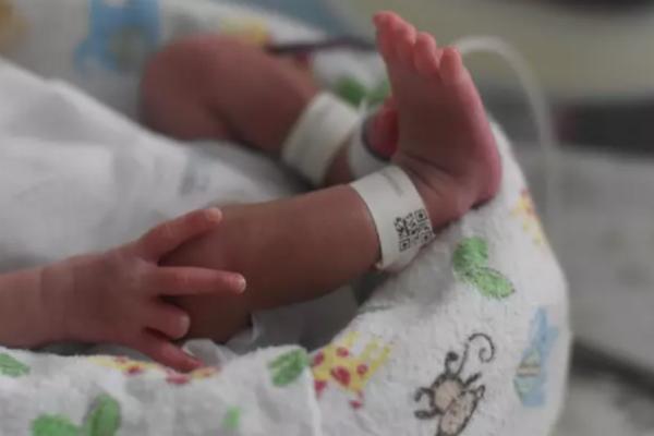 Kỳ lạ bé trai chào đời với 2 'cậu nhỏ', 2 niệu đạo riêng biệt