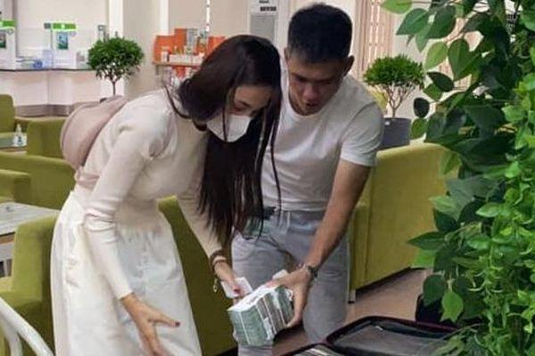 Thủy Tiên - Công Vinh rút tiền đi hỗ trợ miền Trung lần 3, Lâm Vỹ Dạ bị antifan kêu gọi tẩy chay khỏi giải Mai Vàng 2020