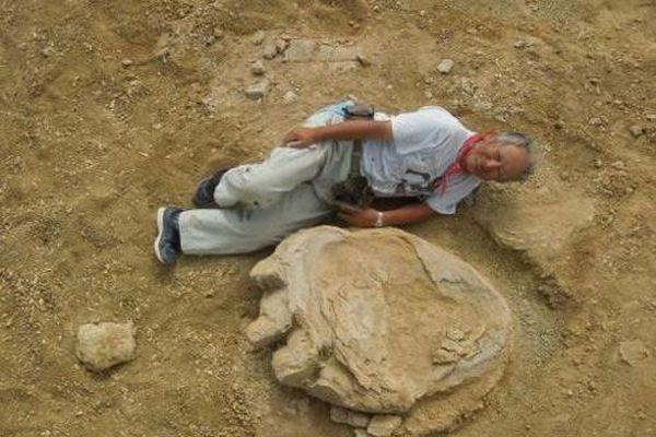 Phát hiện dấu chân khủng long khổng lồ tại Mông Cổ