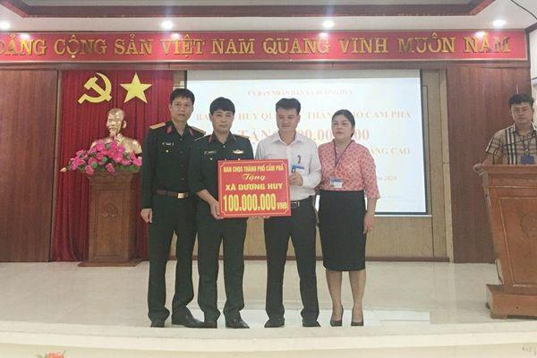Ban CHQS TP Cẩm Phả: Trao kinh phí hỗ trợ 100 triệu đồng xây dựng nông thôn mới
