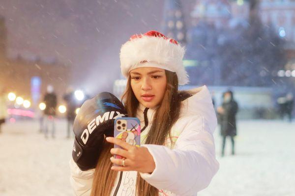 Người dân Moskva háo hức đón trận bão tuyết đầu mùa