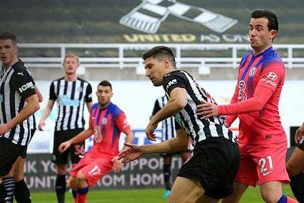 Newcastle lập kỷ lục buồn trong bàn thắng gây tranh cãi của Chelsea