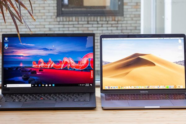 Macbook Pro 13 2020 vs ThinkPad X1 Carbon Gen 8: Chọn MacOS hay Windows ?