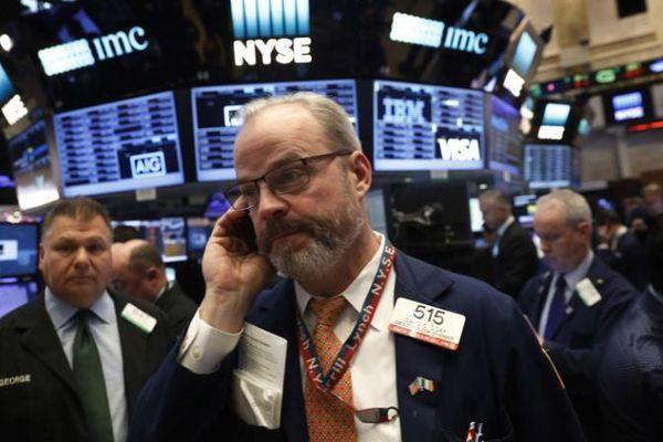 Covid-19 leo thang khiến chứng khoán Mỹ tụt điểm tuần này