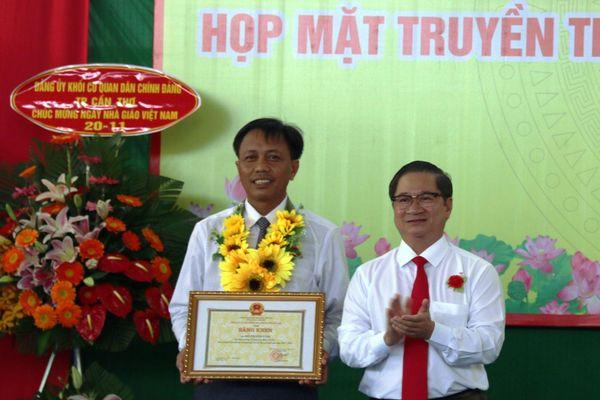 Nhiều hoạt động ý nghĩa kỷ niệm Ngày Nhà giáo Việt Nam