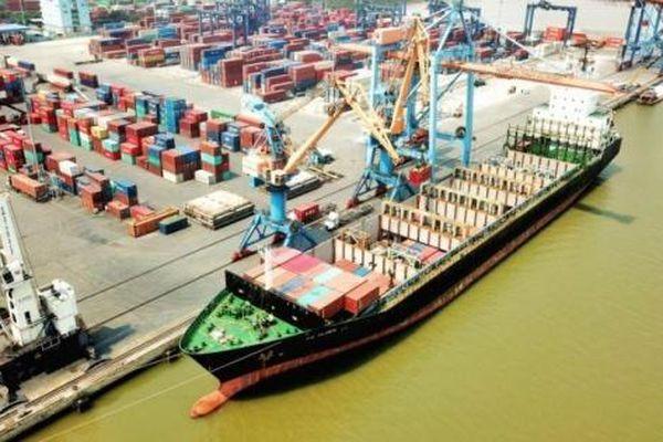 Hàng hóa qua cảng biển 11 tháng ước tăng 5%