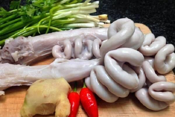 Lòng lợn tiết canh - ăn hay không ăn?