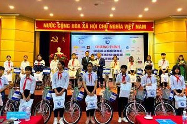 Hà Nội: Tặng quà trị giá 624,5 triệu đồng cho 321 trẻ em có hoàn cảnh đặc biệt
