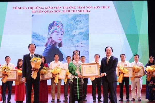 'Mùa xuân' của trẻ em bản Mông