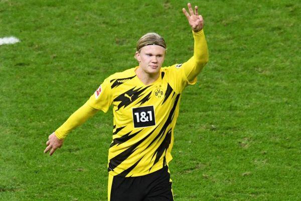 Ghi đến 4 bàn, Haaland vẫn có điều 'giận dỗi' HLV Dortmund