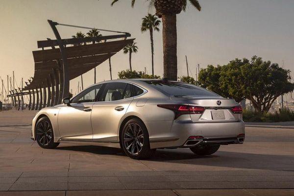 Cận cảnh Lexus LS 2021, giá gần 1,8 tỷ đồng