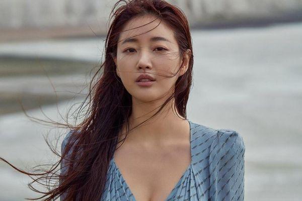 Cuộc sống độc thân của hoa hậu vướng tin đồn cưới cầu thủ Park Ji Sung