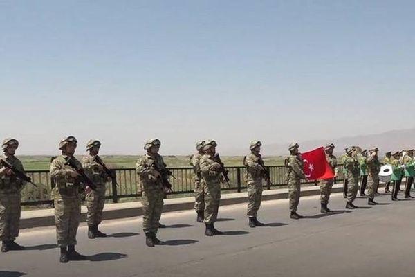 Thổ Nhĩ Kỳ tuyên bố sẵn sàng chuyển quân đến Azerbaijan