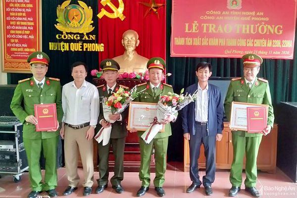 Trao thưởng Công an huyện Quế Phong 2 ngày phá 2 chuyên án ma túy