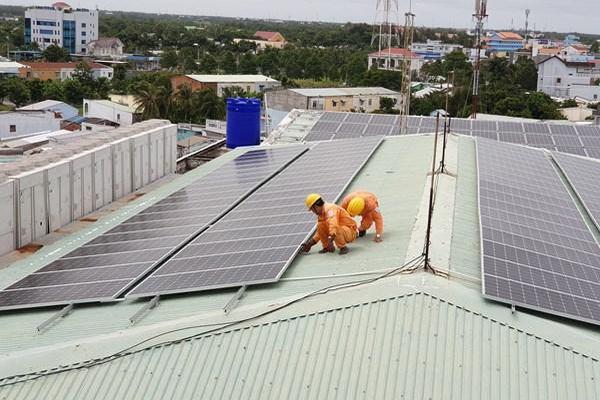 Doanh nghiệp khu công nghiệp đẩy mạnh sử dụng điện mặt trời mái nhà