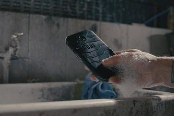 Smartphone kháng khuẩn đầu tiên trên thế giới: Bước đột phá trong công tác phòng dịch COVID-19