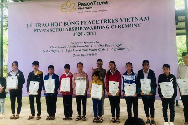 Peace Trees Việt Nam trao học bổng cho 220 học sinh tại Quảng Trị