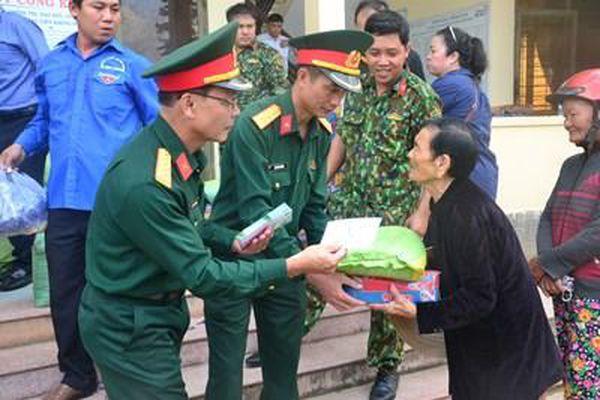 Trao 600 suất quà tặng người dân Quảng Ngãi bị thiệt hại do thiên tai