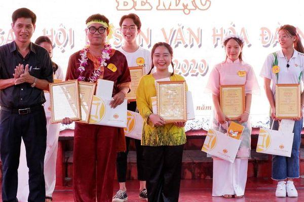 Quán quân cuộc thi hùng biện 'Tự hào Di sản văn hóa Đà Nẵng' thuộc về sinh viên Khoa Sử
