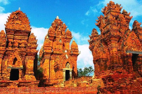 Chiêm ngưỡng những nét đẹp thanh tú bức tượng Tu sĩ Chăm Pa nghìn năm tuổi