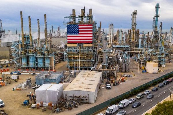 Giá dầu thô chạm ngưỡng cao nhất trong 3 tháng trở lại đây, vaccine Covid-19 thứ ba được công bố