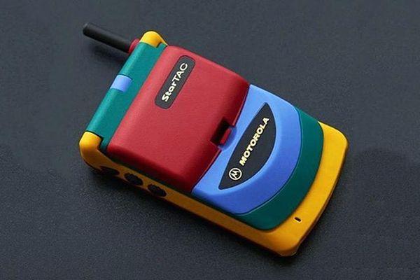 Đỡ không nổi những chiếc điện thoại kỳ cục nhất mọi thời đại