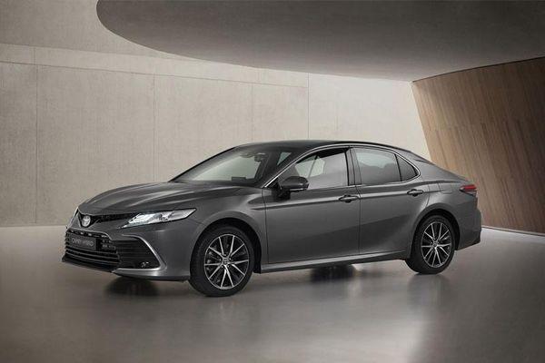 'Soi' Toyota Camry Hybrid 2021, công suất 215 mã lực