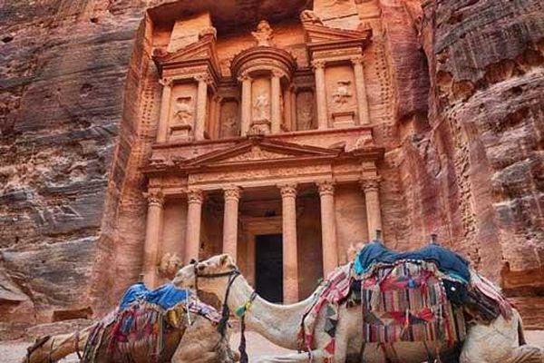 Độc đáo khách sạn bên dưới lòng đất giữa sa mạc Ả rập