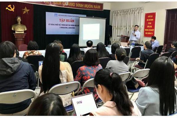 Báo chí Thủ đô tham dự lớp bồi dưỡng nghiệp vụ trình bày tác phẩm báo chí hiện đại