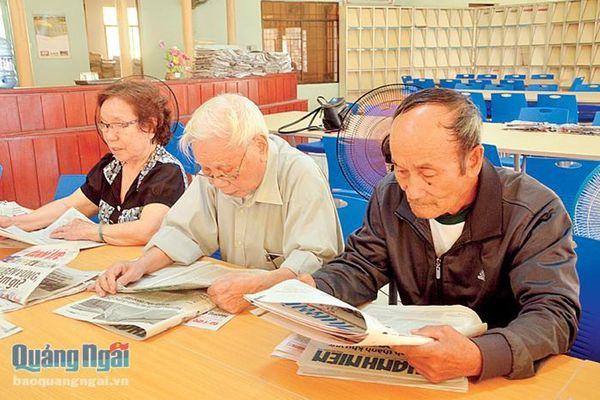 Thú vui đọc sách của người cao tuổi