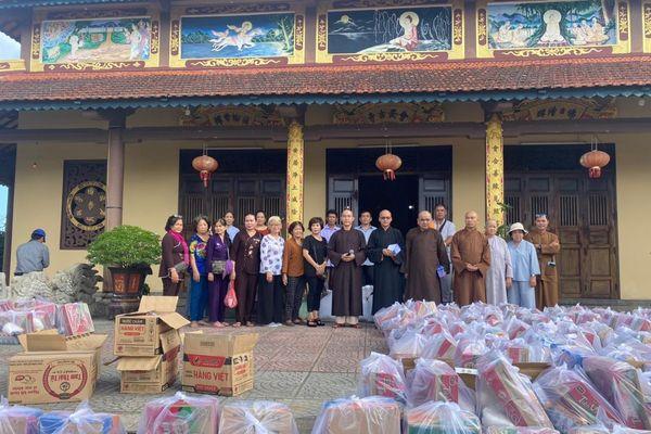 Trao tặng quà tại Quảng Nam, Quảng Trị, Quảng Ngãi