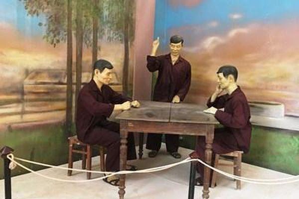 Chiếc bàn của Ban lãnh đạo Đệ tứ chiến khu