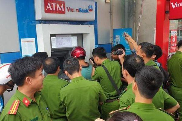 Đục, cắt cây ATM và những quái chiêu của kẻ trộm