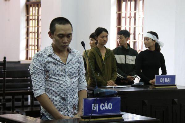 Phạt tù đối tượng lừa tiền gia đình nạn nhân sạt lở Rào Trăng