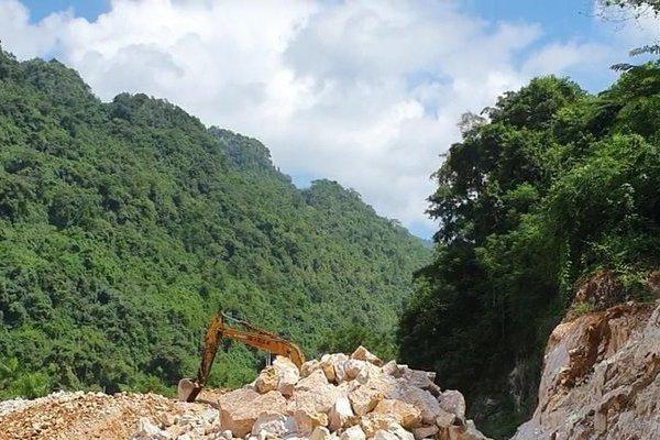 Bắc Kạn: Cả dân lẫn doanh nghiệp khai thác đá trái phép trên đất rừng